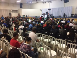 Educadores aprovaram o fim da greve em assembleia realizada na cidade de Curitbiba - foto APP-Sindicato