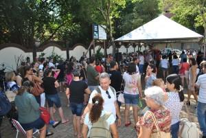 Em Foz, educadores estavam concentrados na Praça do Mitre - foto Robson Meireles