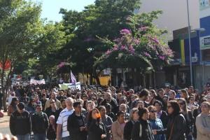 Manifestação seguiu pelas principais ruas de Foz - foto APP-Sindicato-Foz