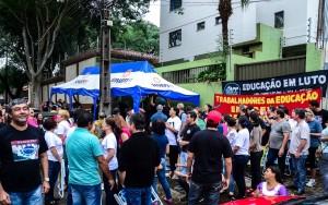 Ato público acontece em frente ao NRE de Foz - foto Marcos Labanca (arquivo)