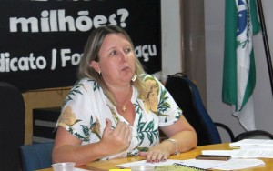 Cátia Catro, presidenta do Núcleo Sindical de Foz - foto APP-Sindicato-Foz