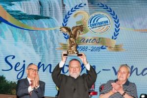 O presidene da Contratuh Moacyr Auersvald foi homenageado durante o evento - foto Marcos Labanca