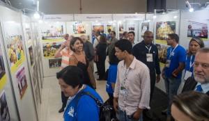 Participantes do seminário contemplam exposição fotográfica que resgata os 30 anos de história da Contratuh - Marcos Labanca
