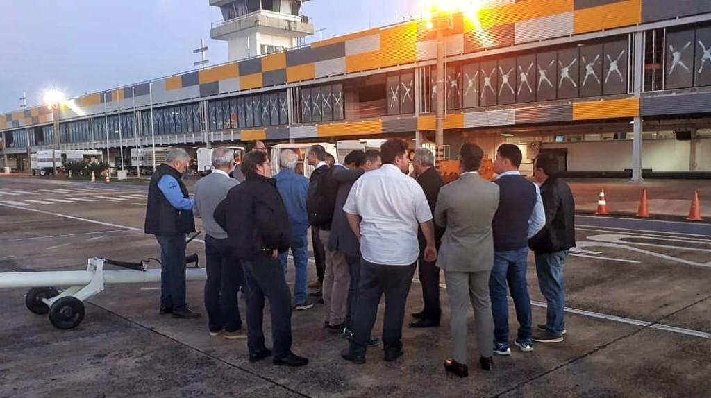 A convite do Fundo Iguaçu e da Infraero, representantes da Gestão Integrada do Turismo realizaram visita técnica às obras do terminal. Foto: Fundo Iguaçu