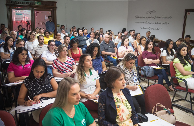 Escola de Negócios fortalece crescimento empresarial em Foz e região