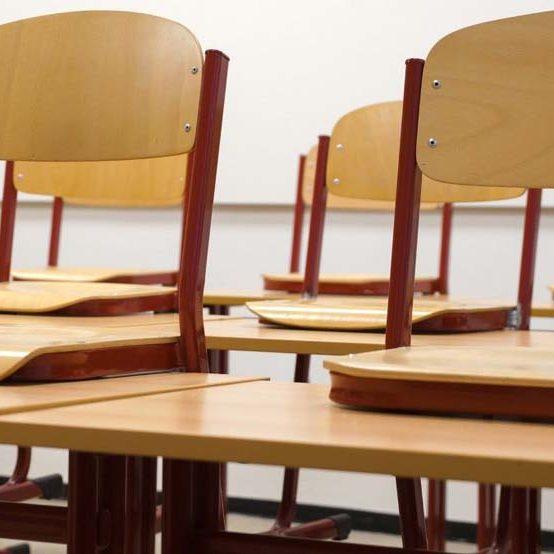 Colégio estadual em Foz que retomou aulas presenciais registra casos de covid-19 em professora e aluna